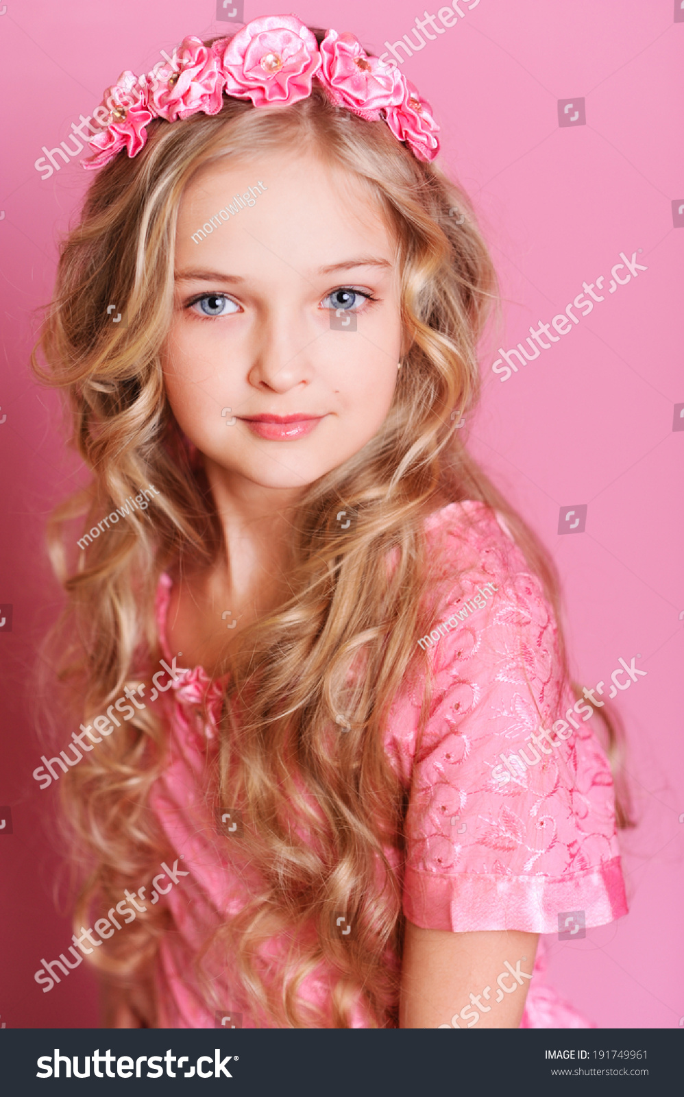 10 Cute Guys With Blonde Hair: Cute Kid Girl 10 Years Old Stock Photo 191749961