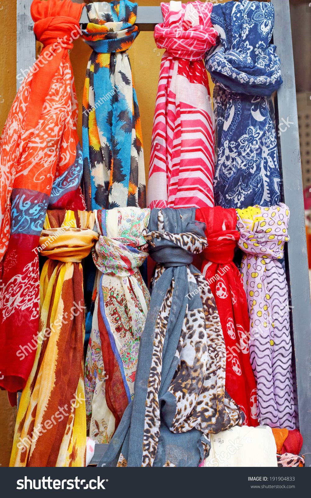 Scarf Shop Market Stock Photo 191904833 - Shutterstock