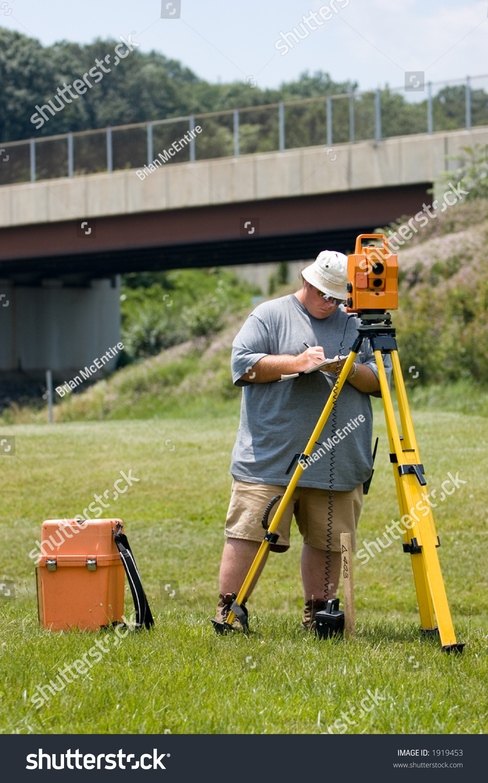 Surveying Electronic Distance Measurement : Land surveyor operating an electronic distance meter and