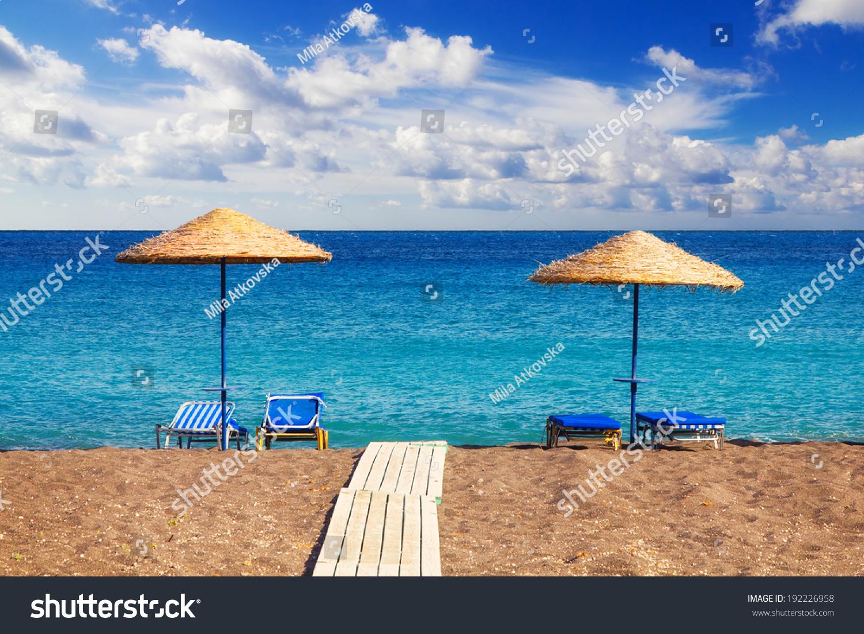 how to get to white beach santorini