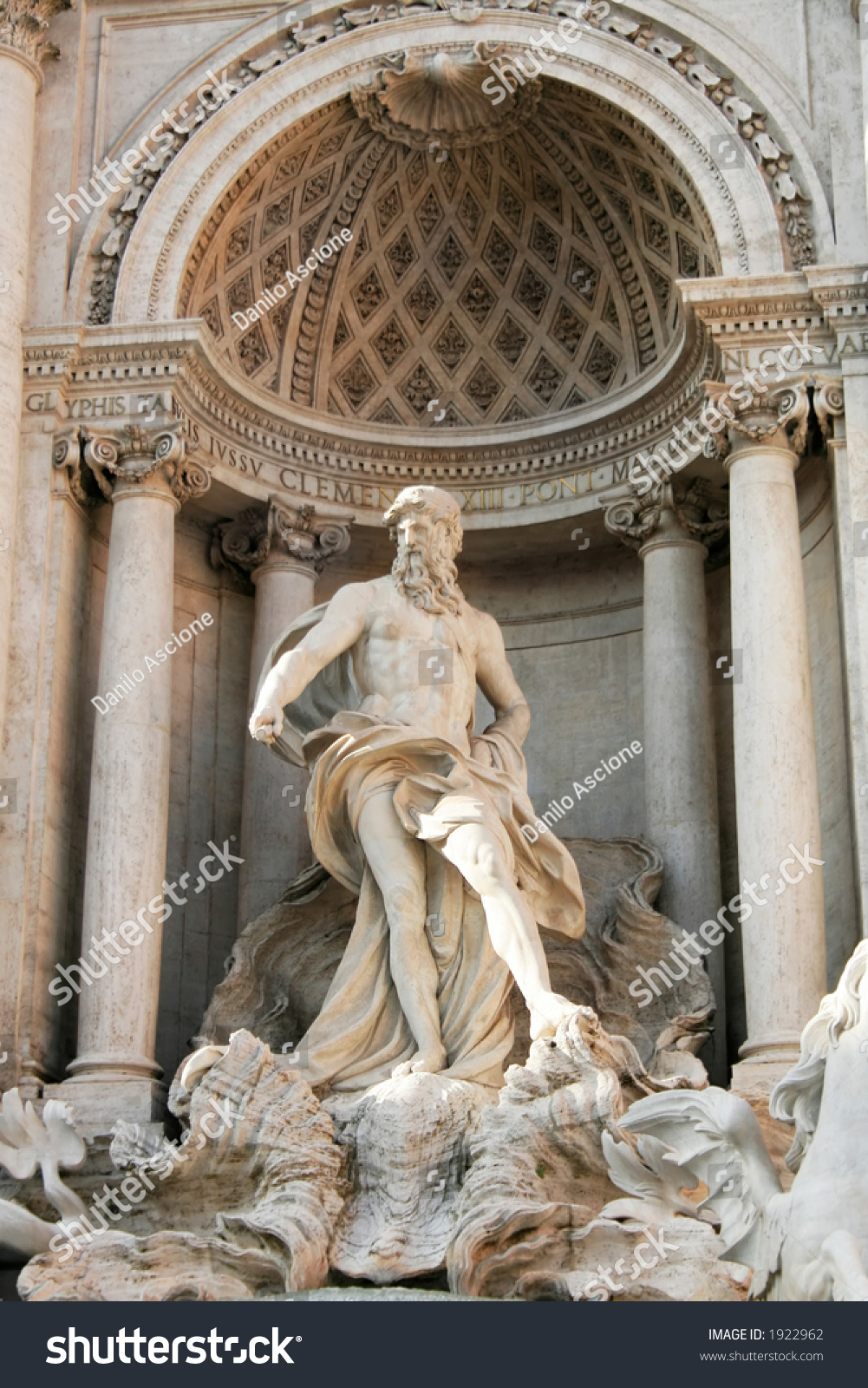 Trevi fountain in rome italy a baroque masterpiece for Baroque italien