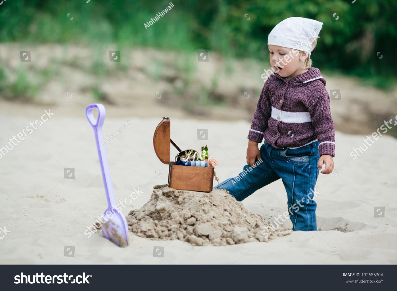 Little girl hunting mine