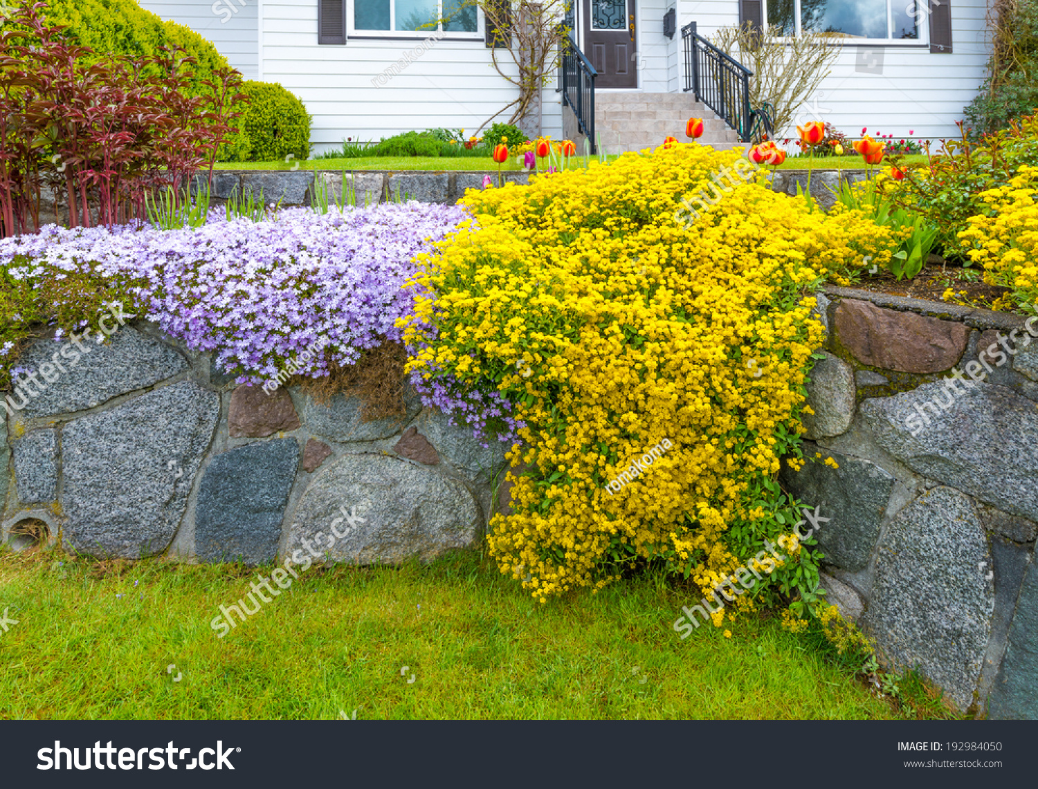 Great neighborhood nicely decorated flowerbed front yard for Great bushes for landscaping