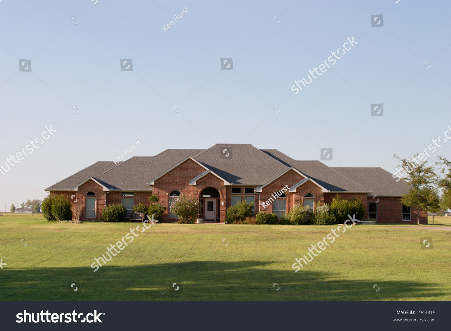 Big spralling modern ranch style house stock photo 1944319 for Big ranch house
