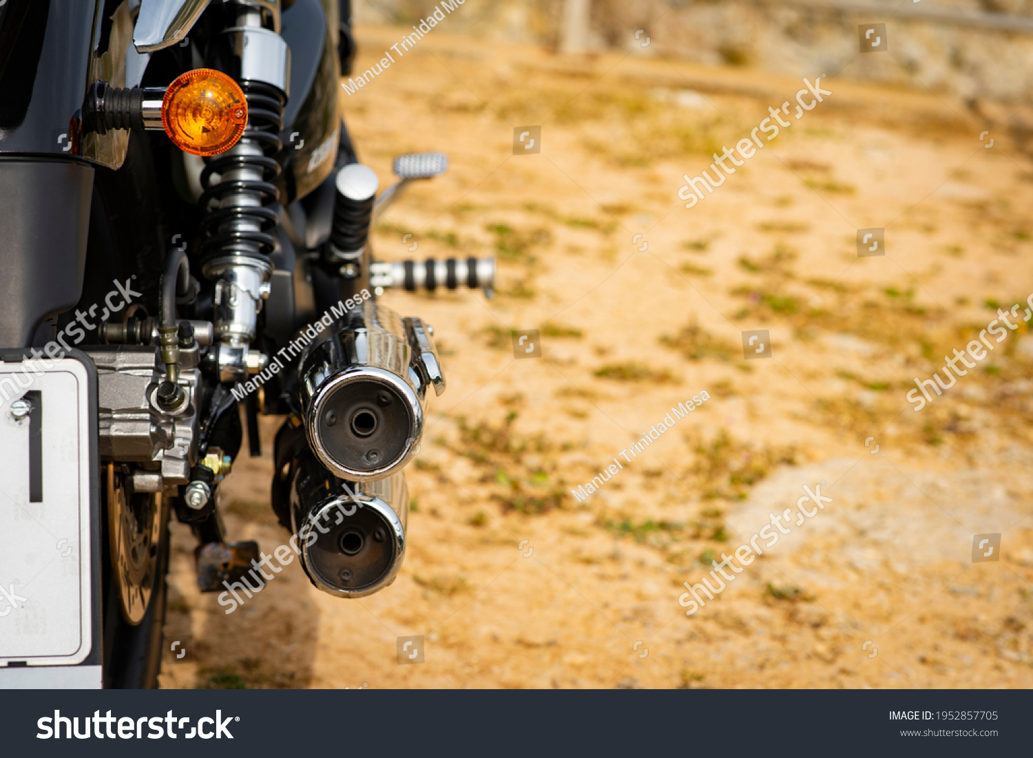 Exhaust pipe and intermittent of a motorcycle