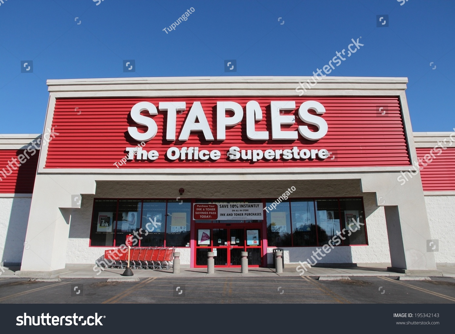 Ridgecrest (CA) United States  city photos gallery : RIDGECREST, UNITED STATES APRIL 13, 2014: Staples Office Superstore ...