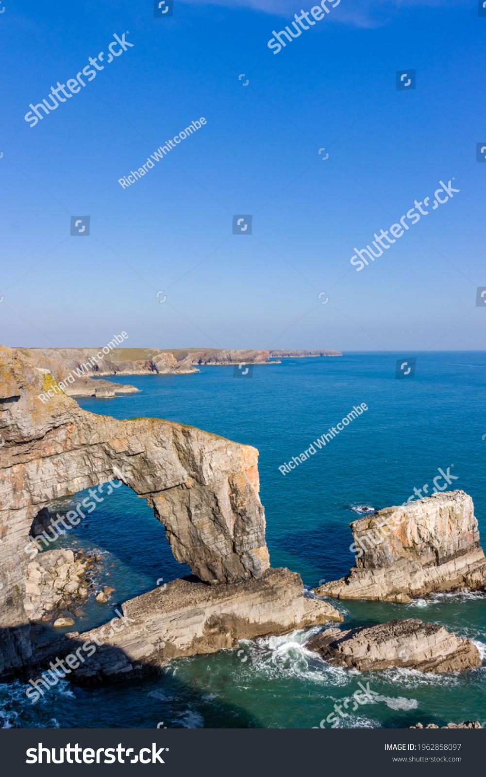 Beautiful natural archway and rugged ocean coastline (Green Bridge of Wales, Castlemartin, Pembroke) #1962858097