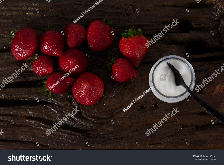 stock-photo-yogurt-with-strawberries-see