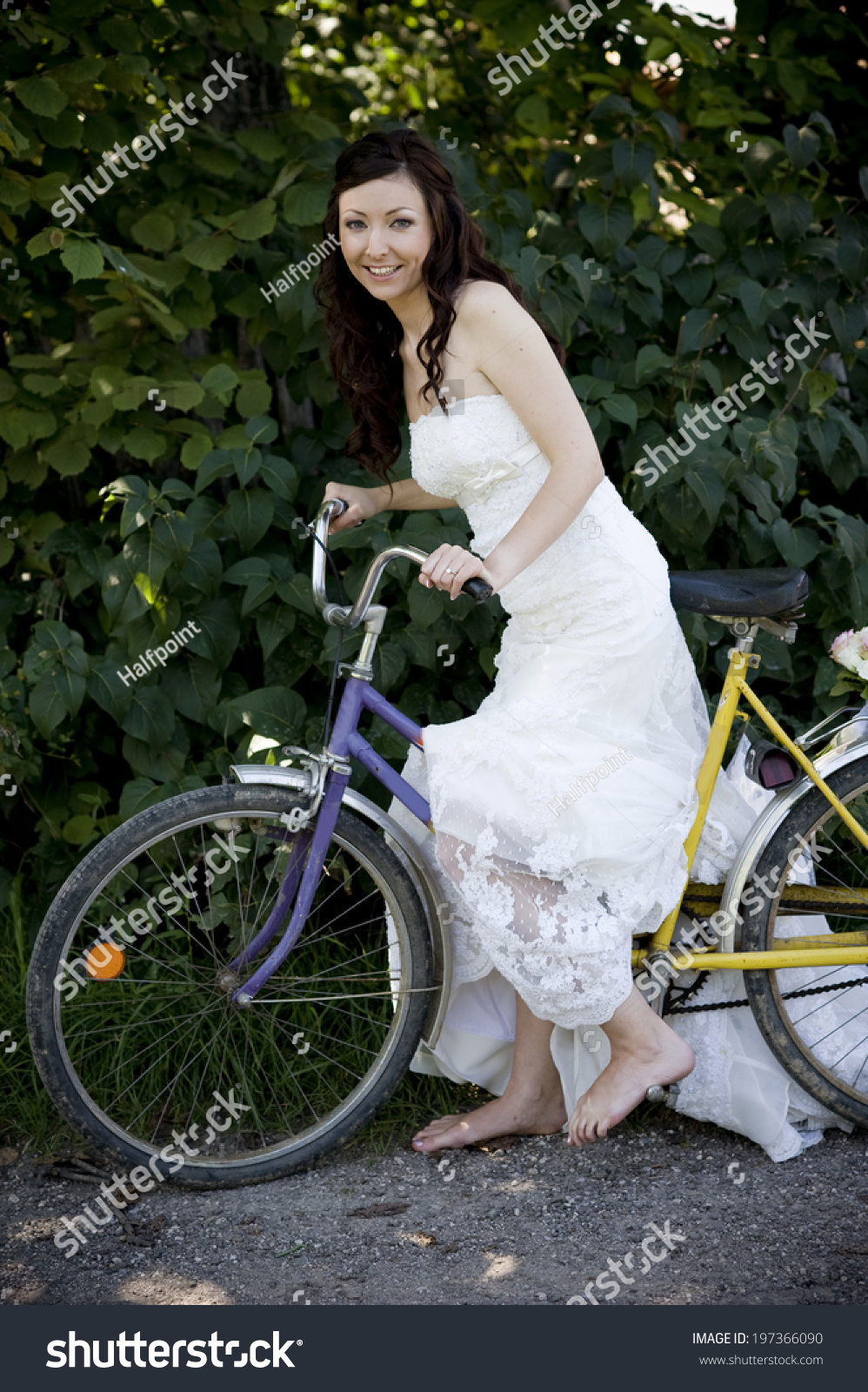 https://image.shutterstock.com/z/stock-photo-bride-in-white-wedding-dress-on-retro-bicycle-197366090.jpg