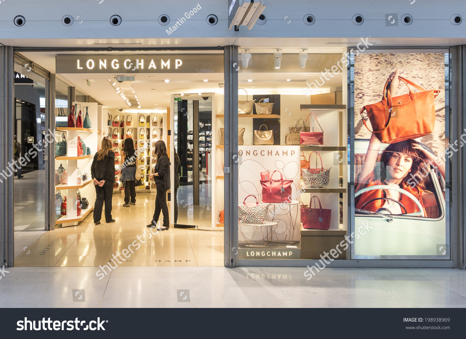 paris may 27 2014 a lonchamp store longchamp is distributed in 100 countries through 1 800. Black Bedroom Furniture Sets. Home Design Ideas