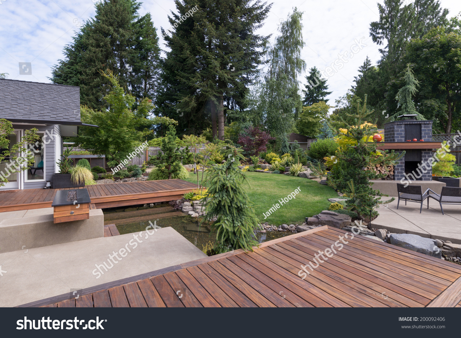 Back yard contemporary pacific northwest home stock photo for Pnw homes