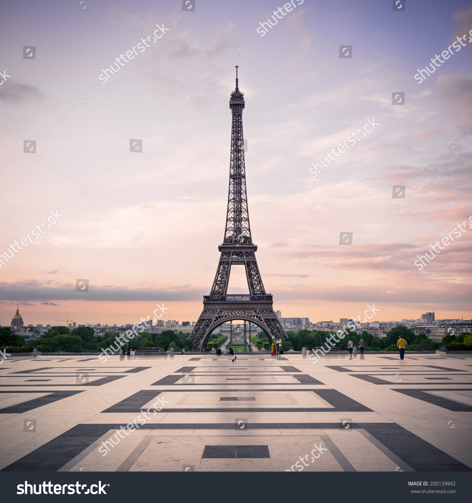 essay sample eiffel tower essay Descriptive paper about the eiffel tower  the eiffel tower essay  #45054 26 september 2014 the cultural icon of the eiffel tower the eiffel tower is.
