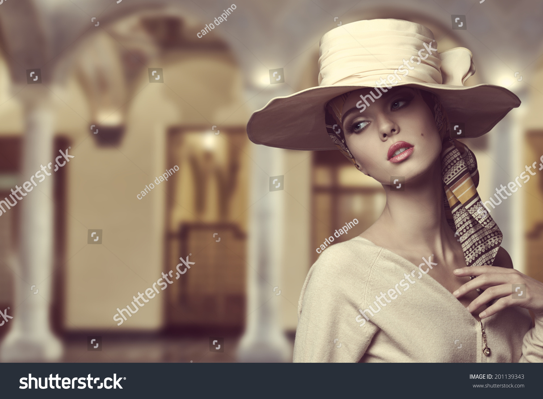 Секс с аристократкой в шляпе 19 фотография