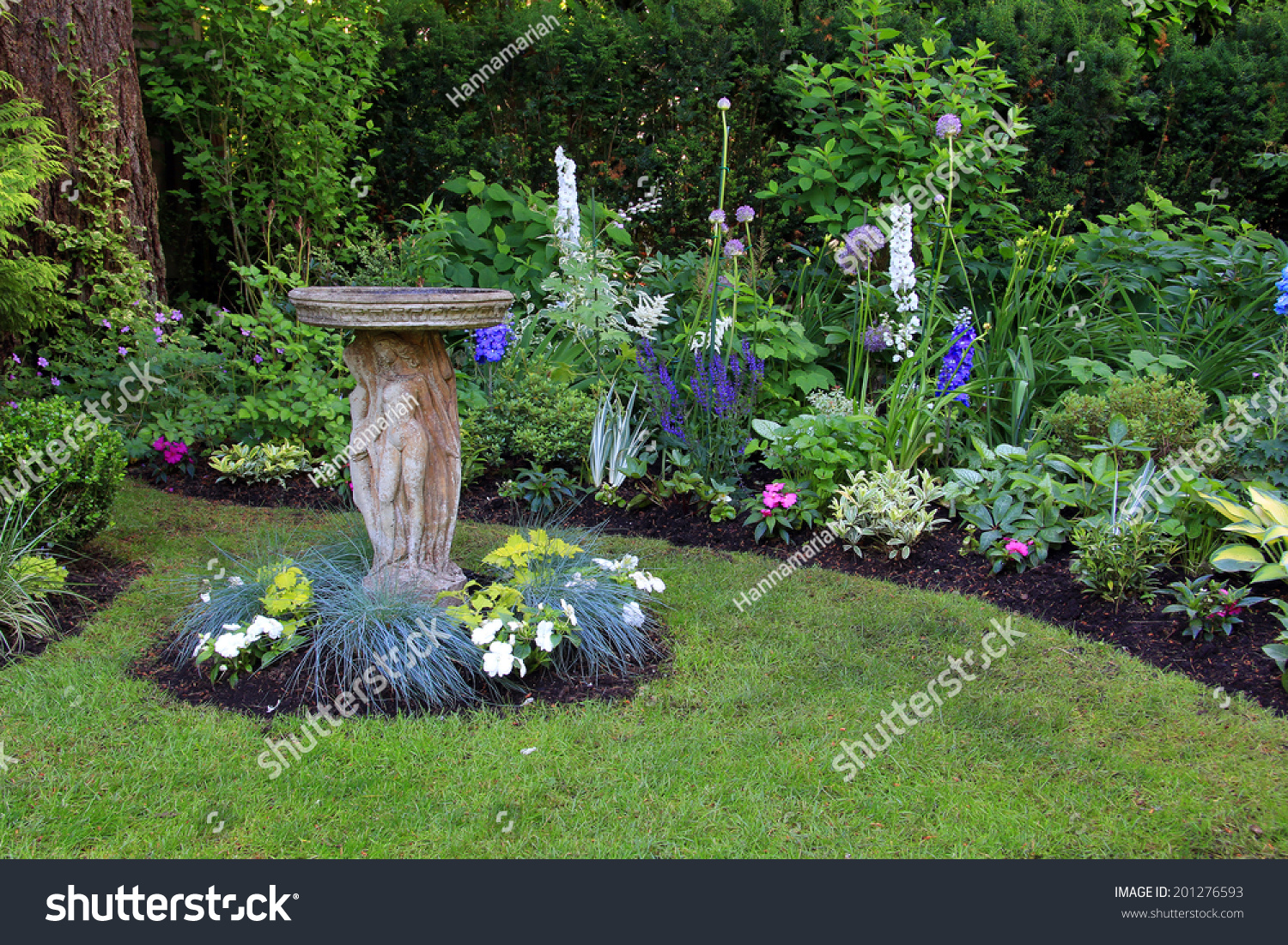 Bird Bath Beautiful Summer Garden Stock Photo 201276593 Shutterstock