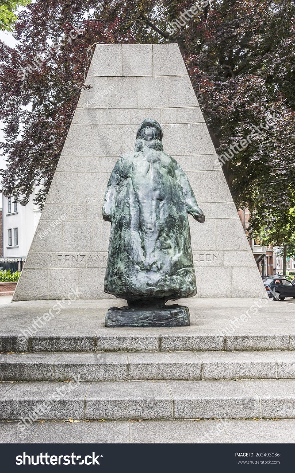 Goede Statue Queen Wilhelmina Eenzaam Maar Niet Stock Photo (Edit Now XK-25