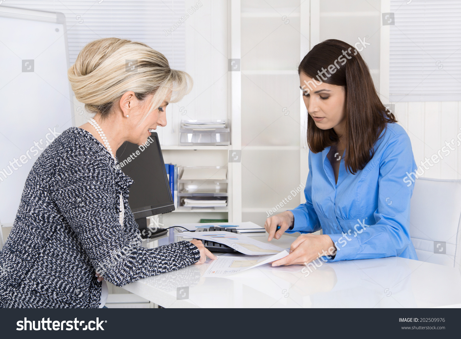 how to become a gender specialist jobs
