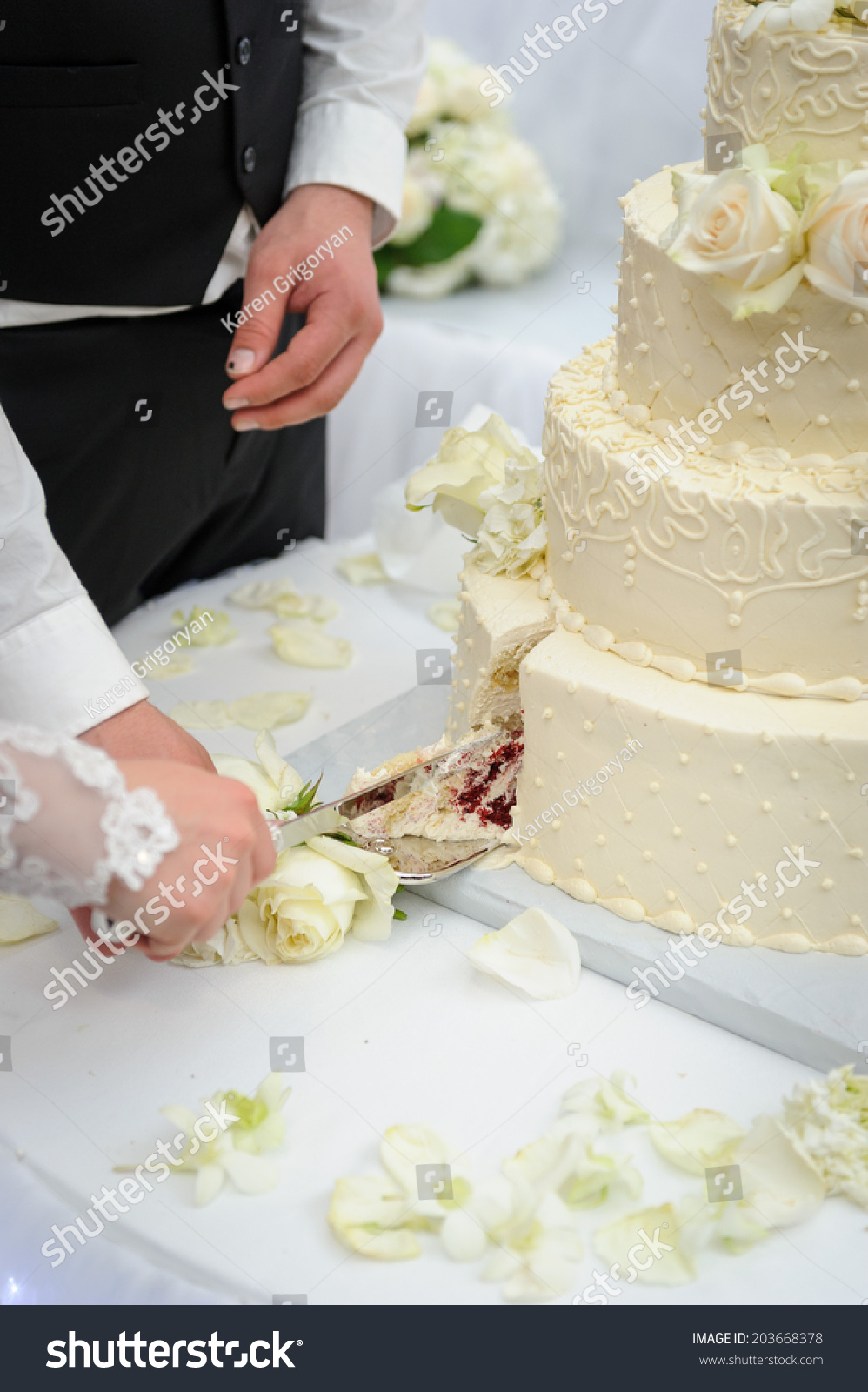 when to cut your wedding cake cutting wedding cake stock photo 203668378 27127