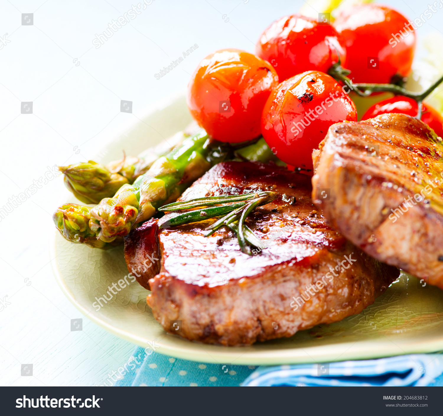 Grilled Beef Steak Meat With Asparagus And Cherry Tomato Steak Dinner Food Bbq