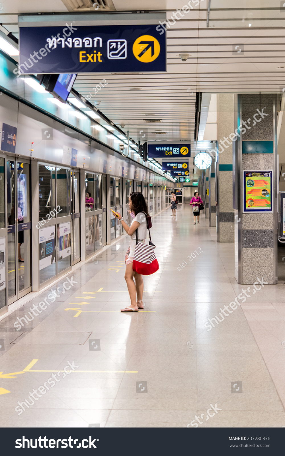 Bangkok Thailandjune 10people Waiting Subway Train Stock ...