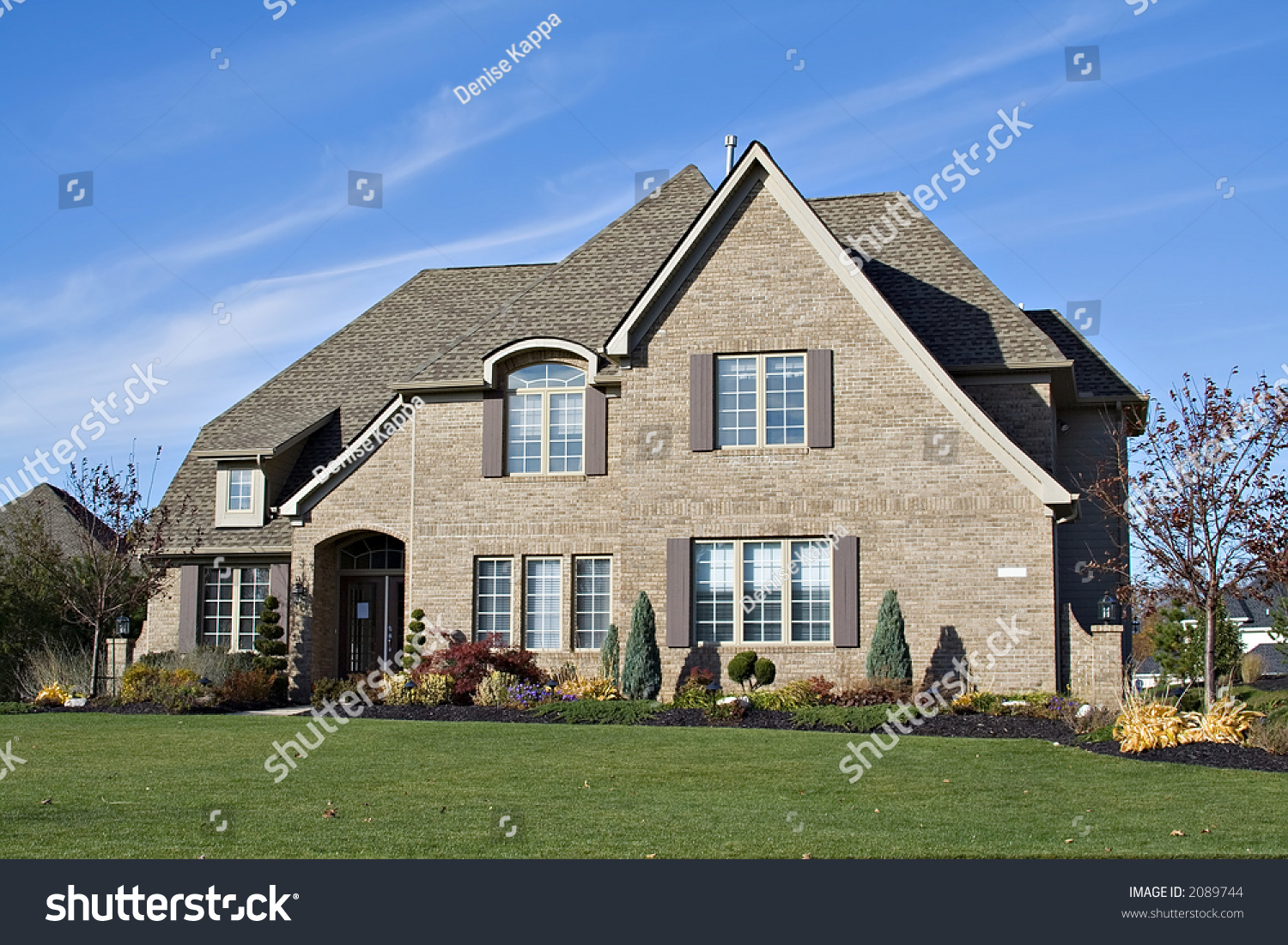 A beautiful home in the suburbs of ohio us stock photo for Beautiful homes in america
