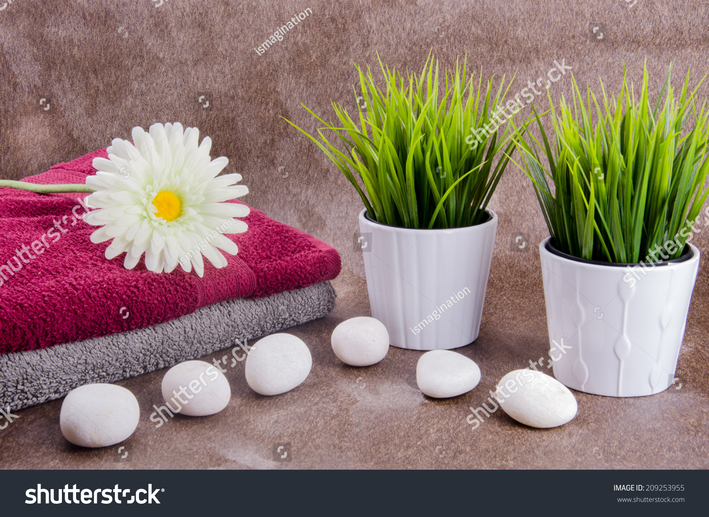 white vase towel 2560x1440 - photo #34