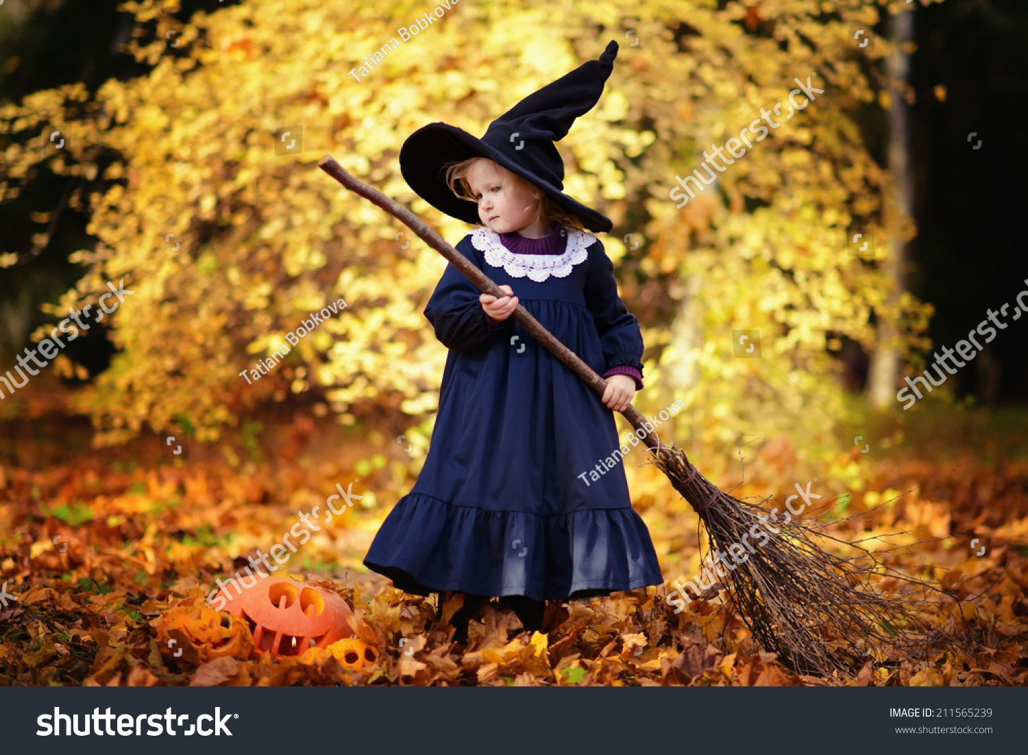 Little Cute Girl Black Witch Costume Stock Photo 211565239 ...