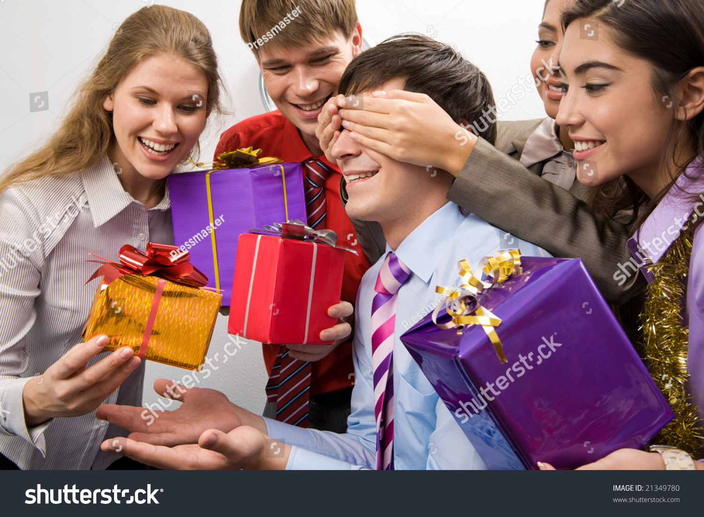 Как на корпоративе поздравить коллег