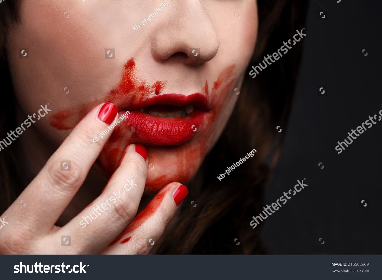 vampires biting people - photo #26