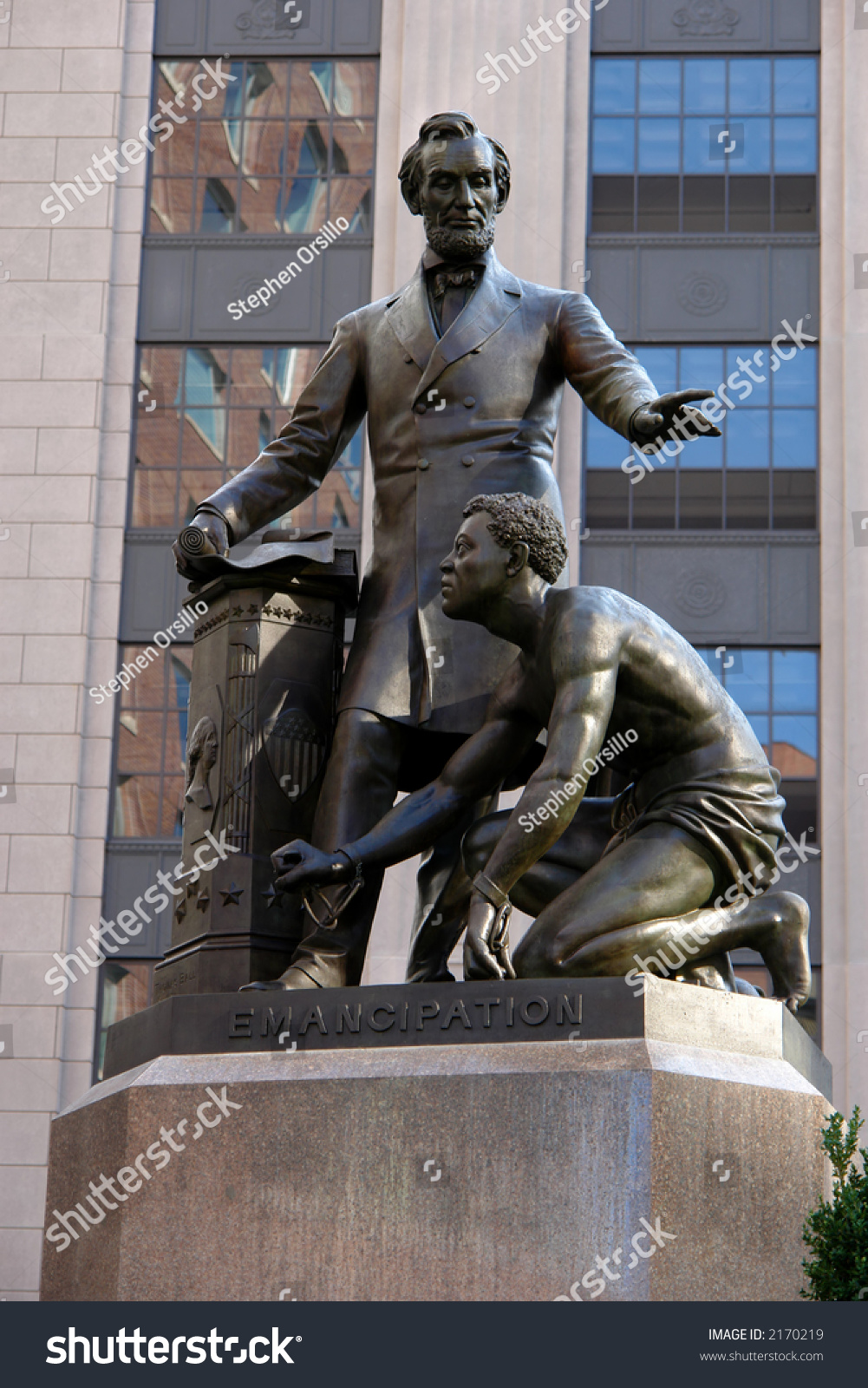 [Image: stock-photo-statue-of-abe-lincoln-freein...170219.jpg]