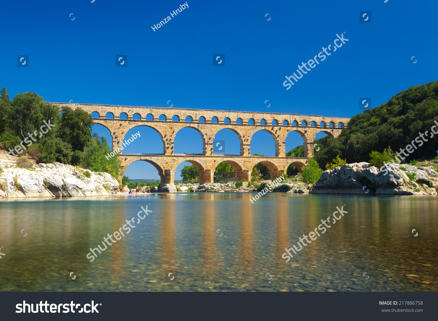 Pont du gard old roman aqueduct stock photo 217886758 for Pont du gard architecte