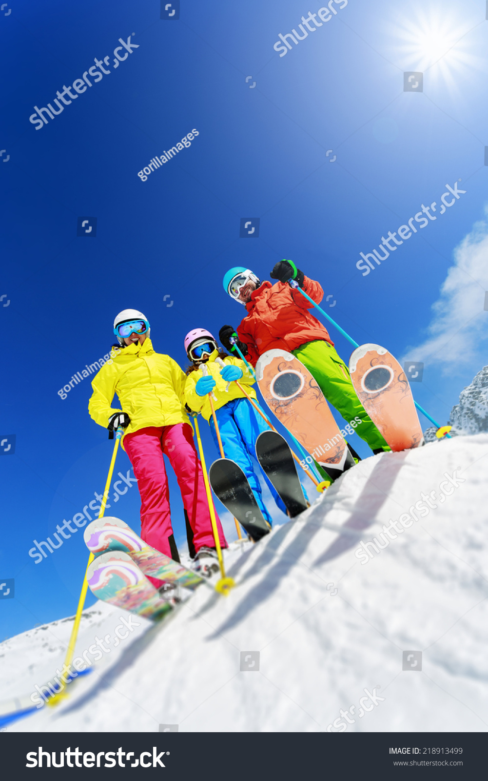 Skiing winter snow skiers sun and fun family for Winter vacations in us