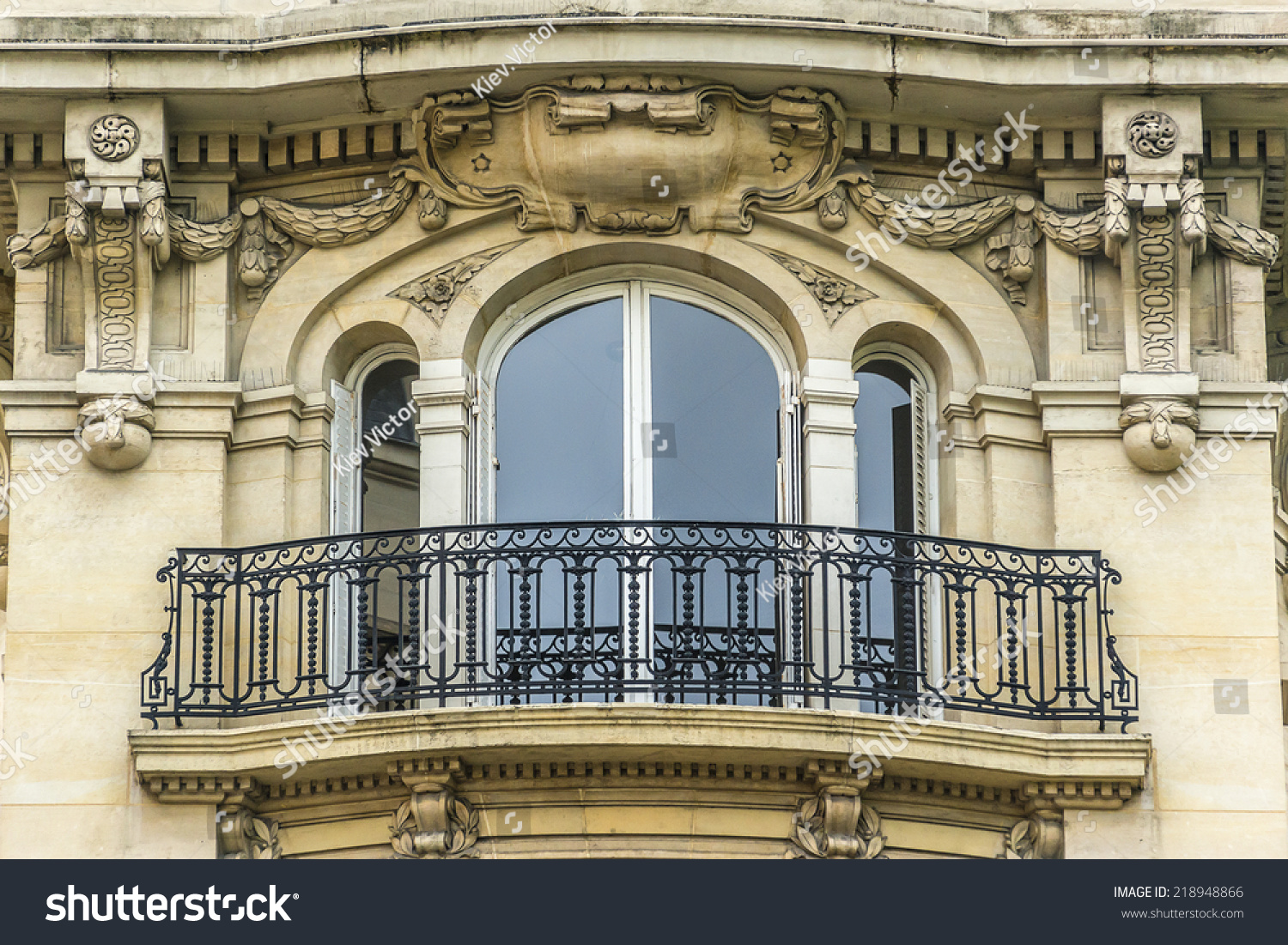 Old french house traditional balconies windows stock photo for Classic house french kiss