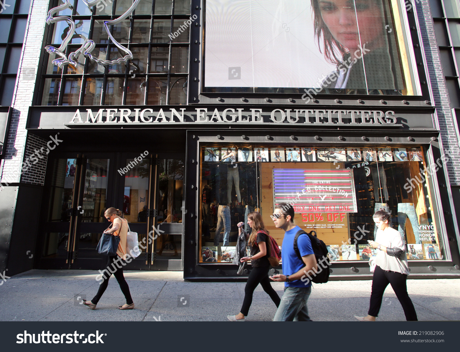 American Eagle Outfitters store locations in New York, online shopping information - 44 stores and outlet stores locations in database for state New York. Get information about hours, locations, contacts and find store on map.