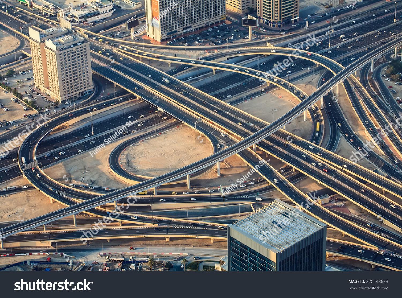 Highway Road Intersection Dubai Uae Evening Stock Foto 220543633 ...