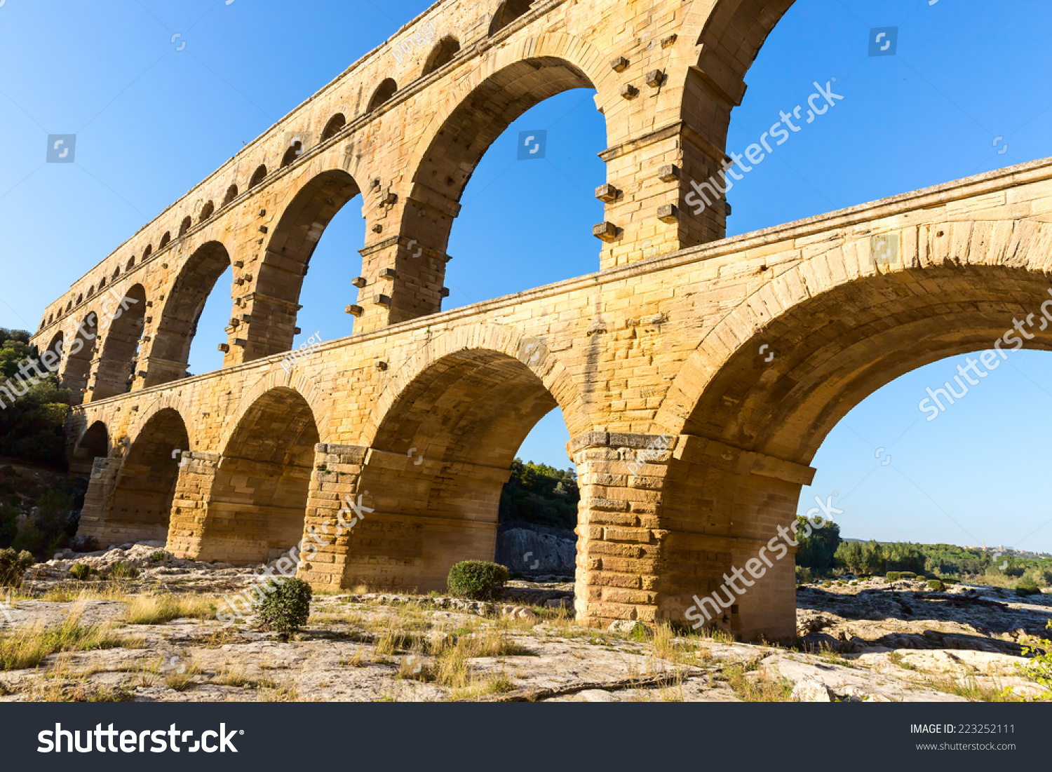 How Old Is The Aqueduct At Nimes 15