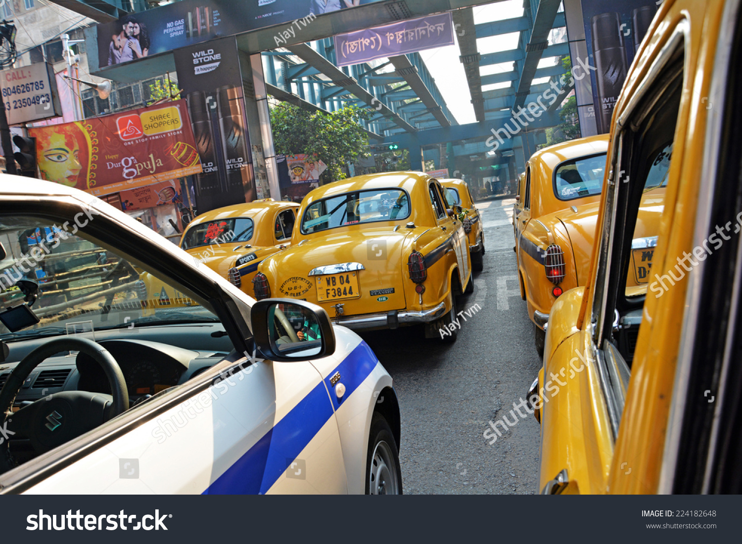 KOLKATA CALCUTTA WEST BENGAL INDIA OCTOBER Stock Photo & Image ...