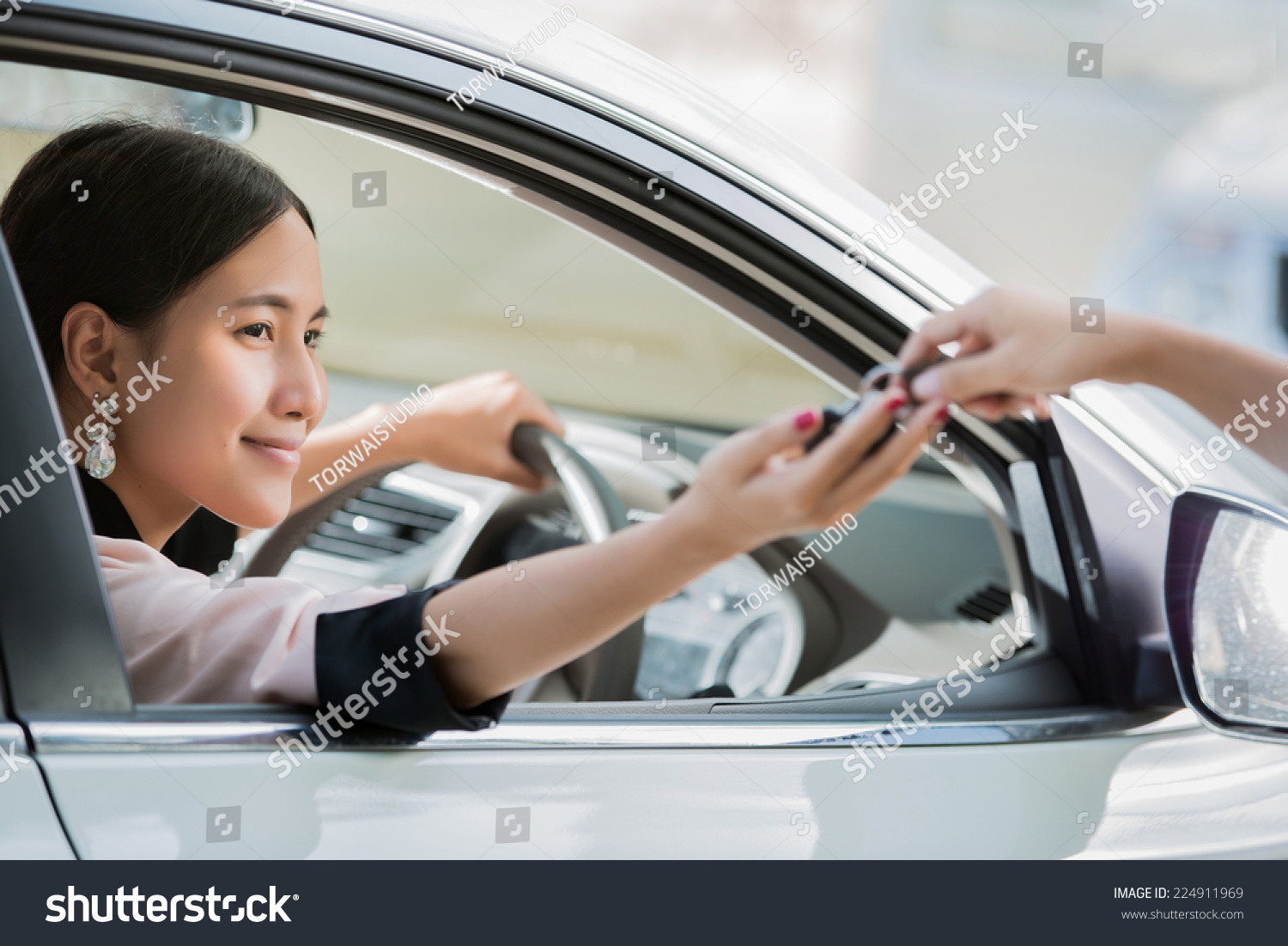 Asian Women Key Driver Car Stock Photo 224911969 - Shutterstock-7746