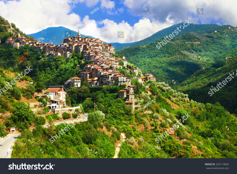 Apricale beautiful medieval hill top village liguria for Borghi liguria ponente