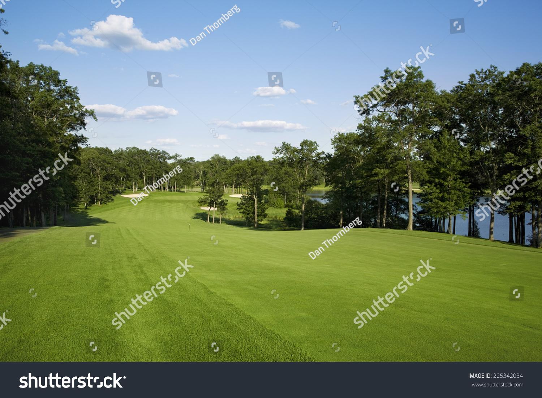 Beautiful Golf Fairway Lined Trees Alongside Stockfoto