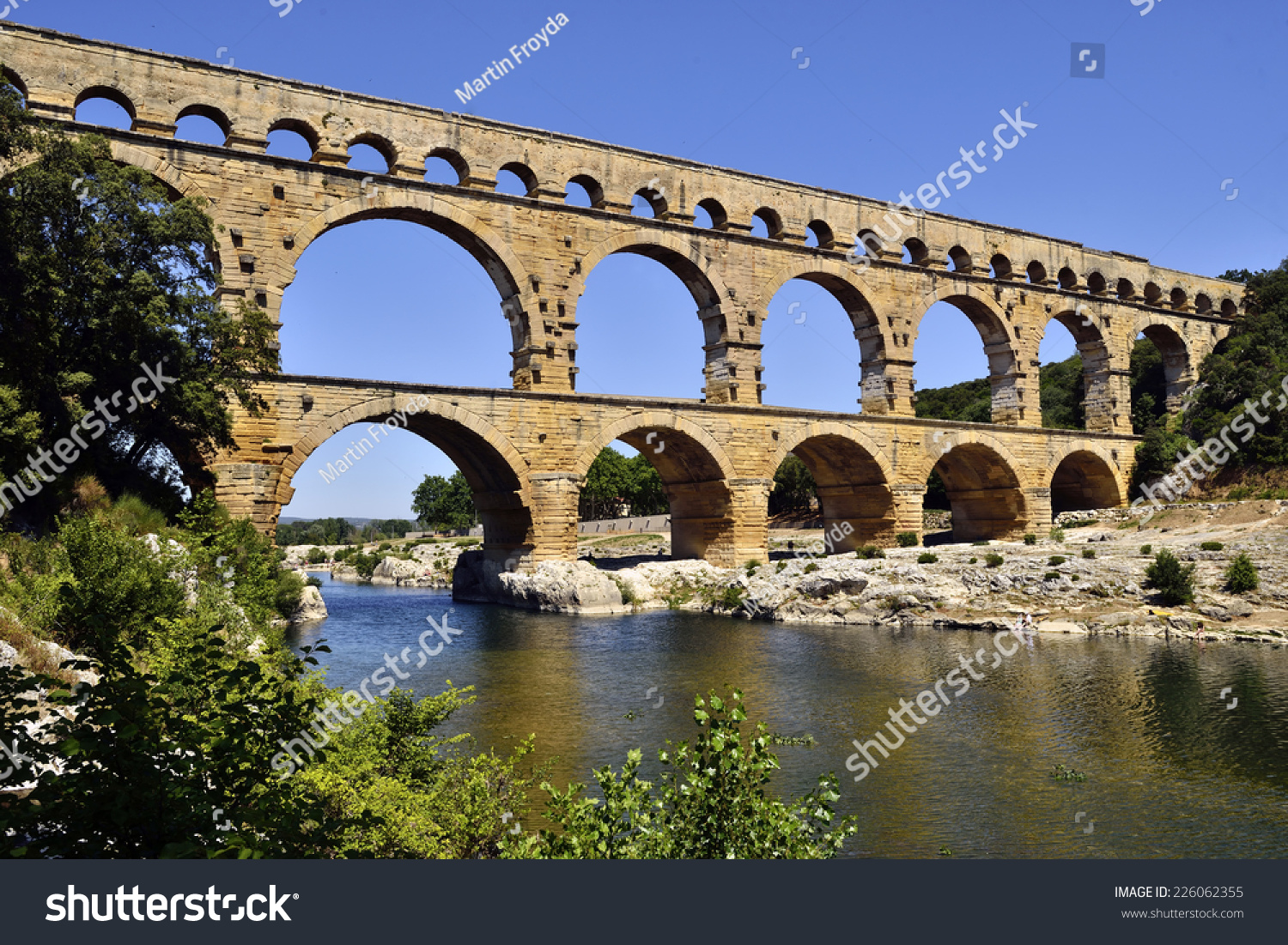 How Old Is The Aqueduct At Nimes 17