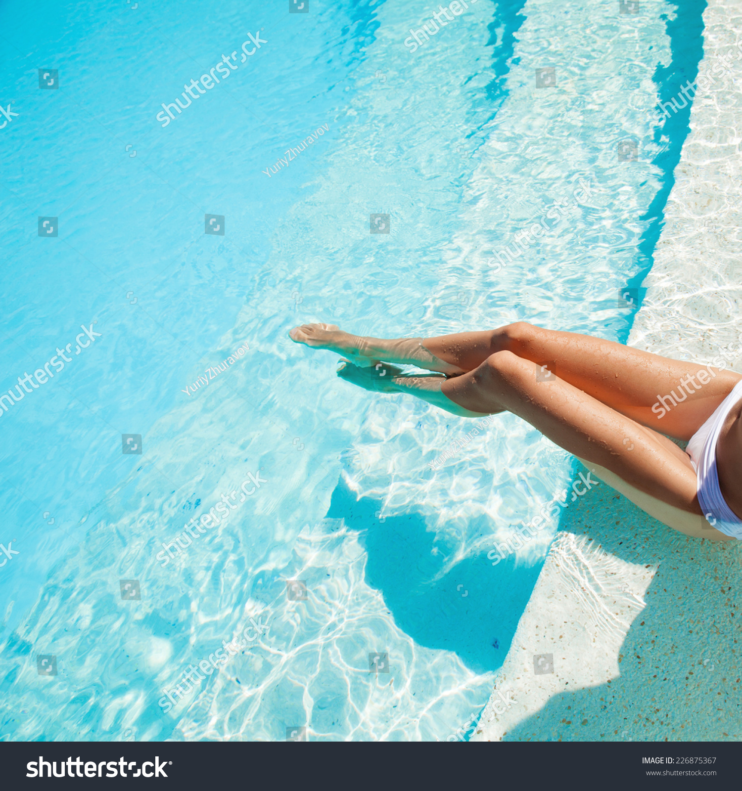 Видео секс около бассейна