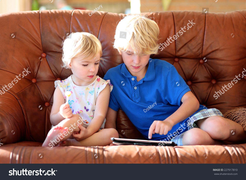 Брат трахнул сестру порно смотреть бнспплатно