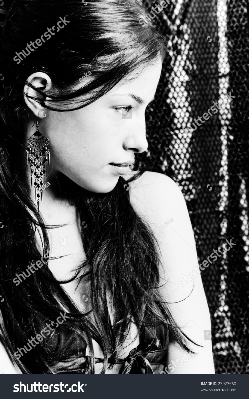 black and white profile portrait of a beautiful woman