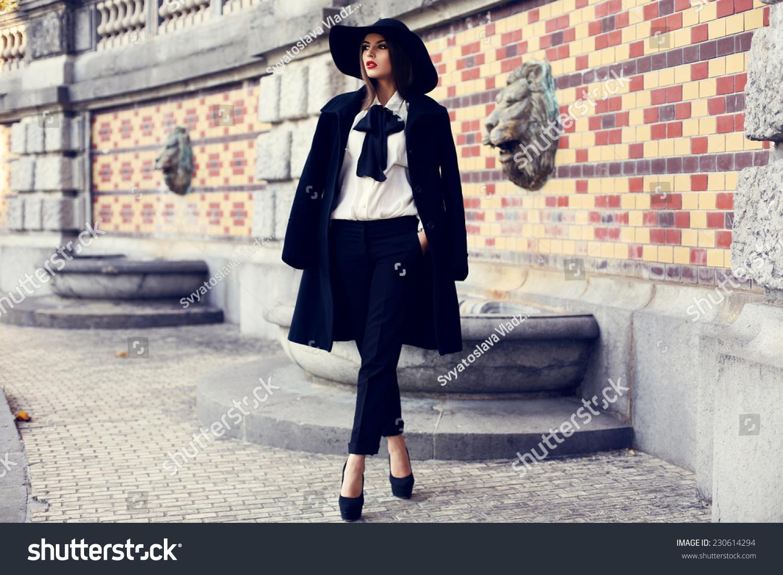 Dem HaarDas Und Eleganten Mantel Schöne Dame Mit Dunklen by76Yfg