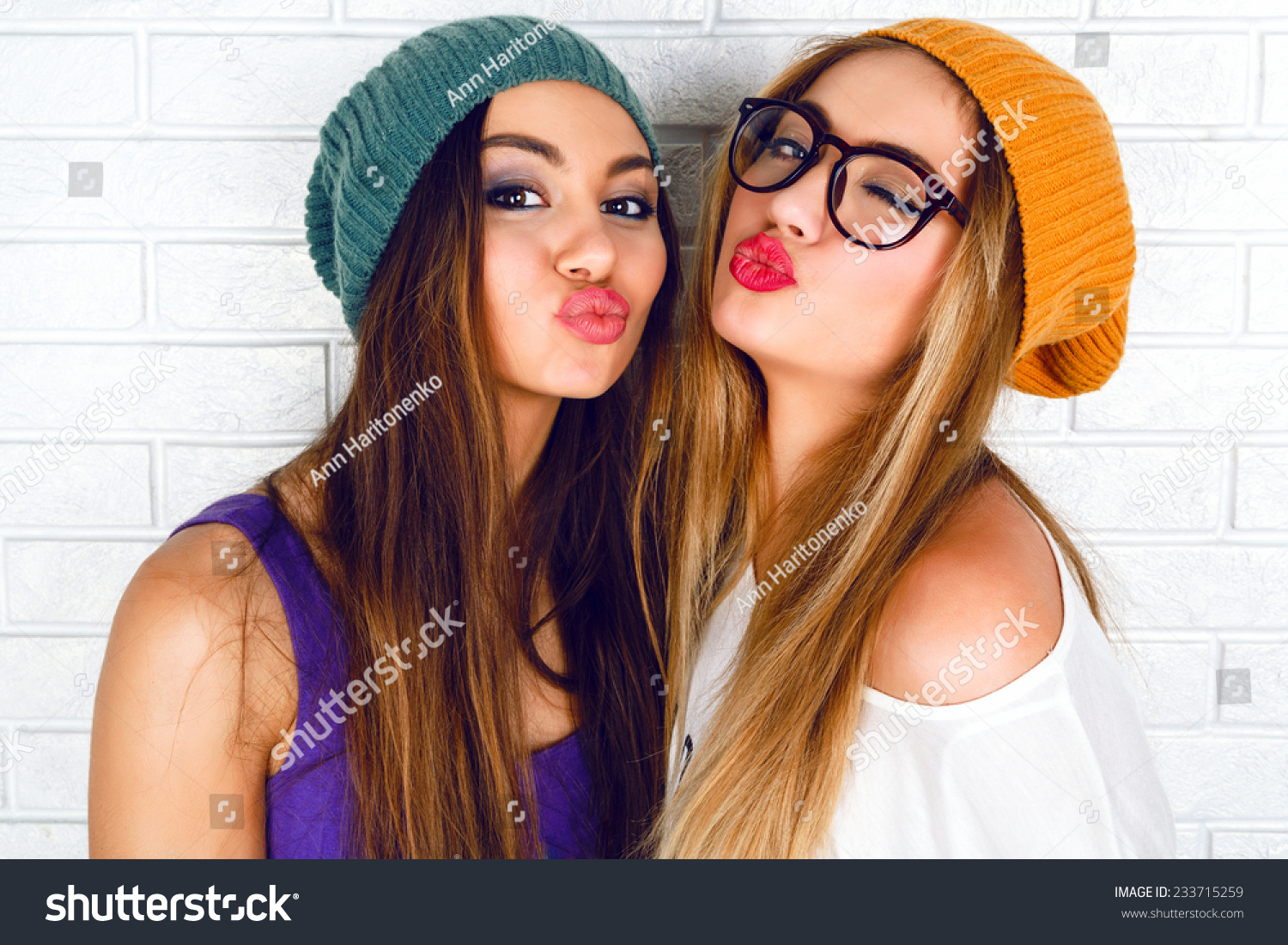 girl kisses best friend