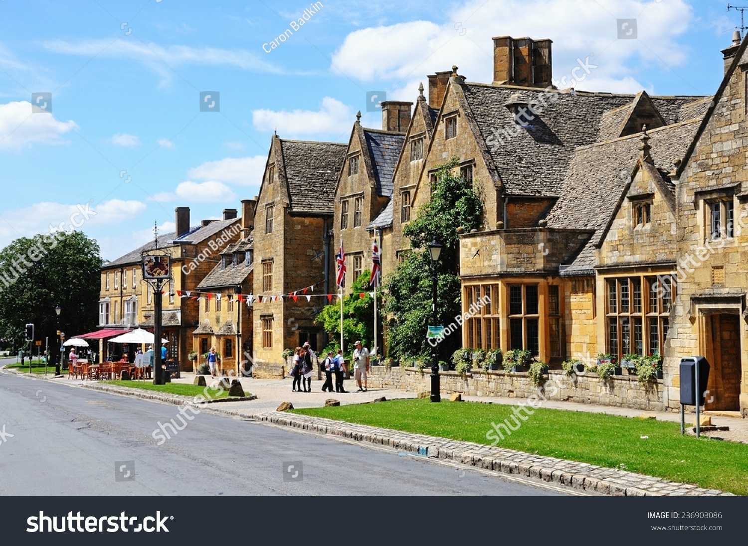 Broadway United Kingdom  city photos : BROADWAY, UNITED KINGDOM JUNE 12, 2014 View of The Lygon Arms ...