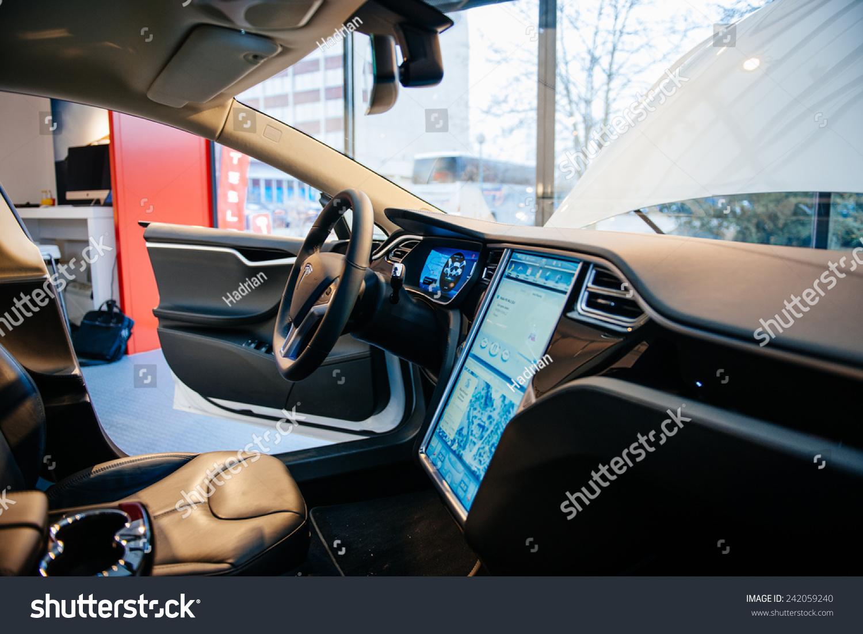 Paris france november 29 2014 the interior of a tesla for Castellano electric motors inc
