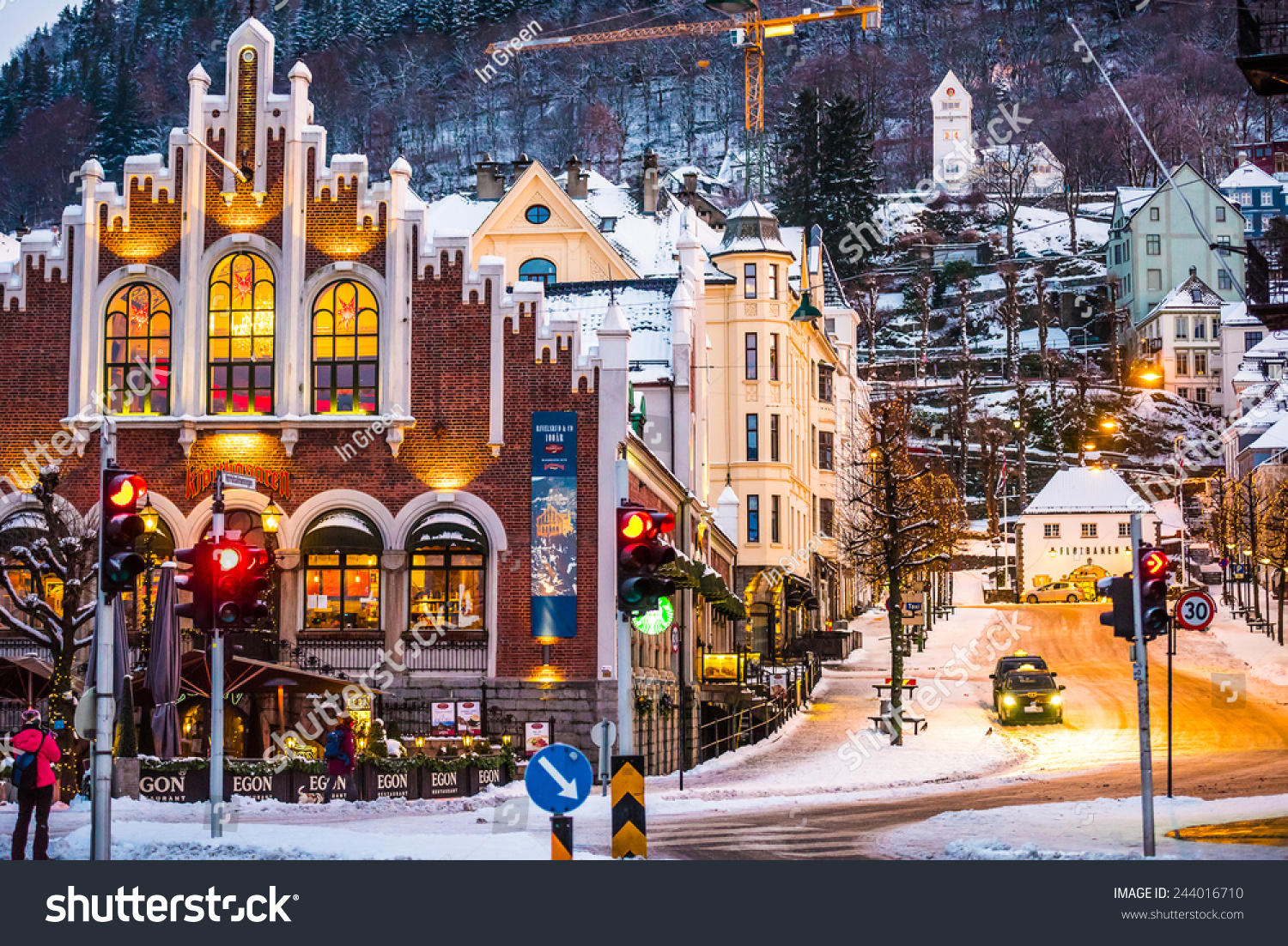 Homes With Christmas Decorations Bergen Norway December 27 2014 Evening The Streets Of