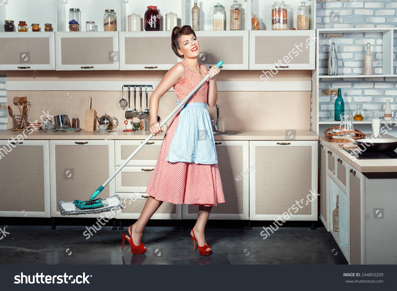 У домохозяйке швабра в попе 4 фотография