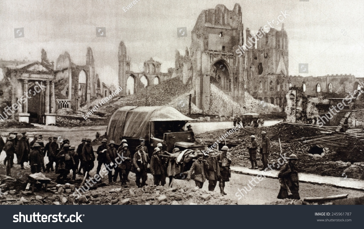 account of the battle of ypres The first large-scale use of lethal poison gas on the battlefield was by the germans on 22 april 1915 during the battle of second ypres results of gas at ypres.